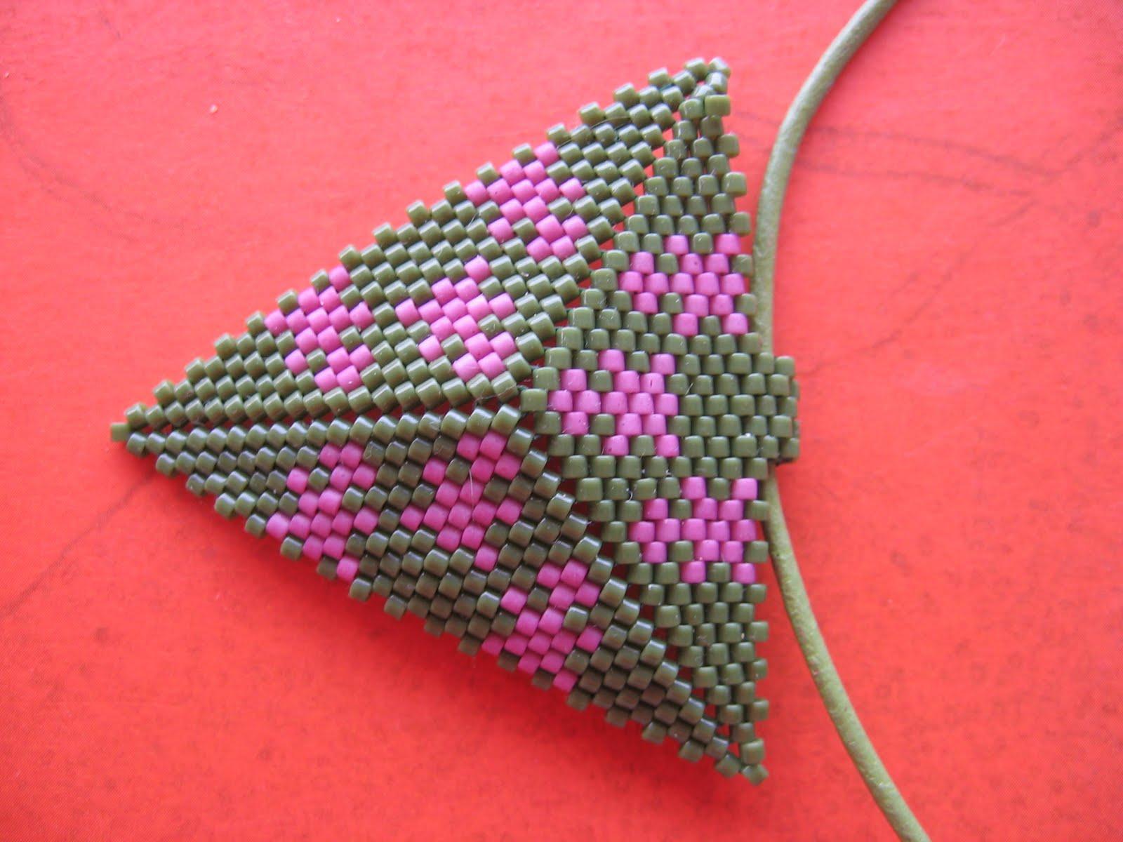 Из бисера по схемам сплести треугольник. из бисера (700x525, 236Kb).
